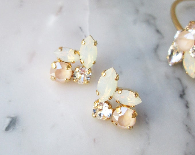 Pastel Ivory cream opal Bridal crystal earrings, Swarovski crystal earrings, Gold dangling earrings, Champagne ivory wedding earrings studs
