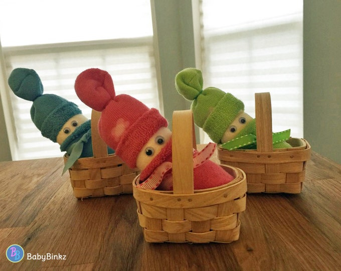Diaper Baby in a Basket - Unique Baby Gifts & Favors boy girl neutral infant socks wicker basket diaper baby shower mini