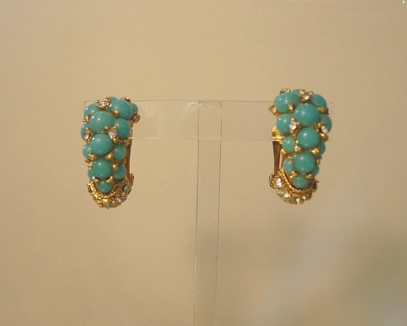 92945dda4 Cabuchones de vidrio azul turquesa de Christian Dior 1967 raro