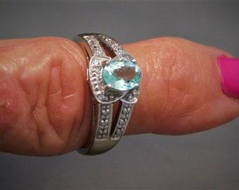 Paraiba Tourmaline Ring 1.10 Ctw White Gold 18K 6.4 grams Size 6.25