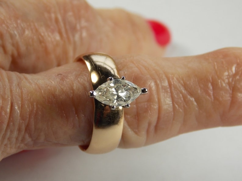 94047fea9dbcb Diamond Solitaire on Antique Yellow Gold Band 1.01 Carats Yellow gold 14K  6gm Size 8 Appraisal 3,999.00