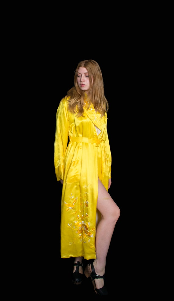 1940s Yellow Silk Embroidered Robe M