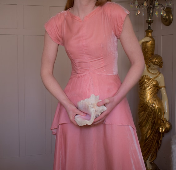 1930s/40s Baby Pink Velvet Gown XS to Small Cascad