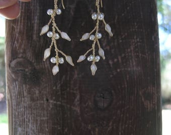 Bridal vine earrings, White pearl earrings, Twig jewelry , Pearl wedding earrings, Pearl bridal jewelry. White earrings.