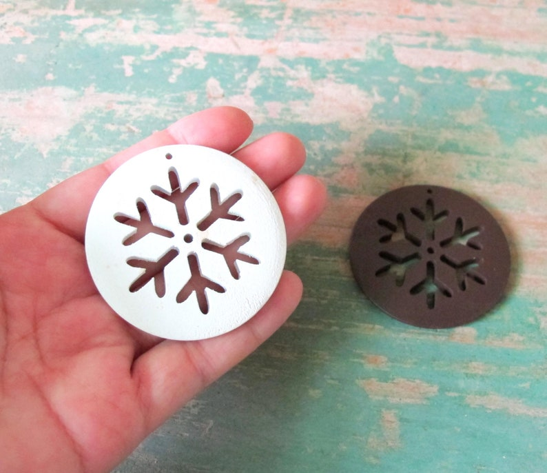 choice of colours 10 x large wooden snowflake buttons