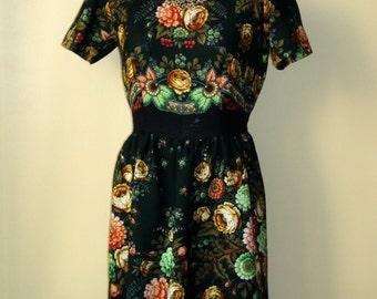SALE!  Floral wool Dress from Russian shawl green smaragd EU 40