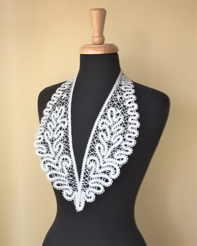 Bobbin Lace Collar  hand made lace off white