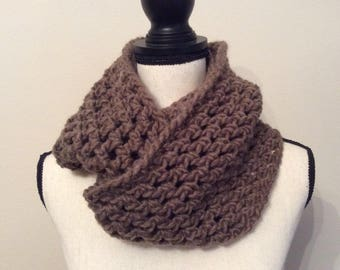Chunky infinity scarf, Chunky cowl,Crochet scarf cowl neck warmer, Chunky neck warmer,Infinity scarf, Cozy and warm brown infinity scarf