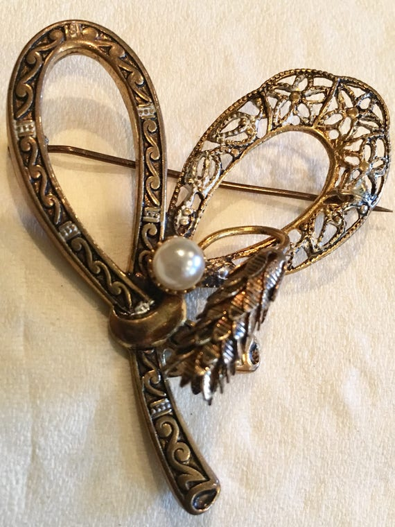 Vintage Pearl Brooch Large Heart Bow Goldtone fili