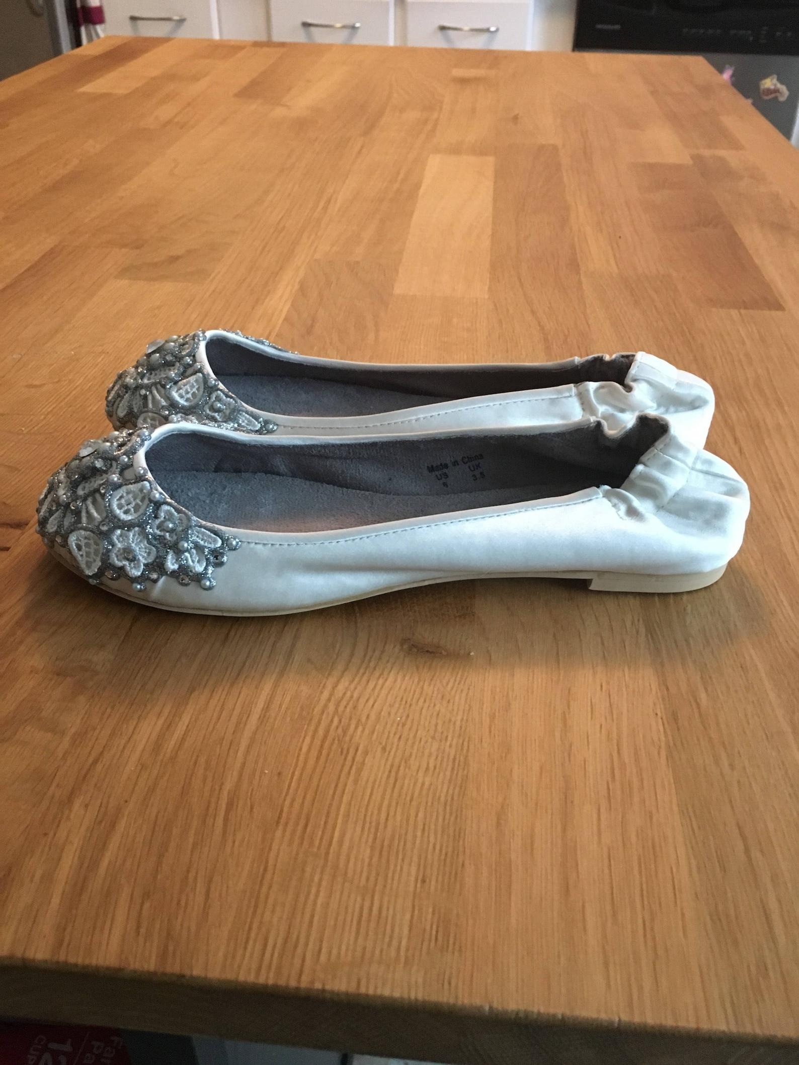 sale - size 6 ivory spring garden bridal scrunchy back ballet flats