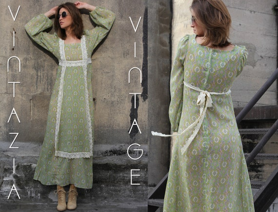 CLEARANCE. Vtg 70s Peasant Green Floral Lace Apron