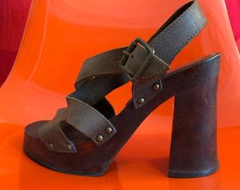 ee4cc7b0102b Vintage 90s does 70s Disco Shoes High Wooden Block Heel Club Kid Platforms  Hippie Boho Rockabilly Tiki Oasis Leather Wood Sandals Bongo 7.5