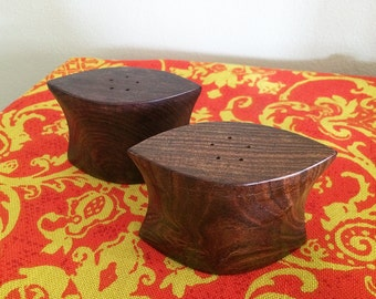 Vintage 1960s Tiki Modern Wooden Salt & Pepper Shakers MOD MCM Mid Century Modern Midcentury Housewares Kitchen Home Decor 50s 1950s 1970s