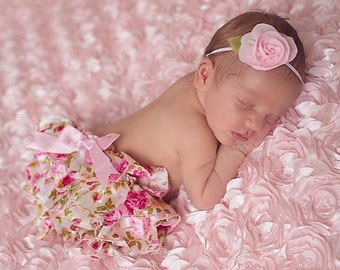 Newborn Rose Print Bloomers with a Pink Bow AND/OR pink flower headband, newborns, photo shoots by Lil Miss Sweet Pea Boutique, foto bebe
