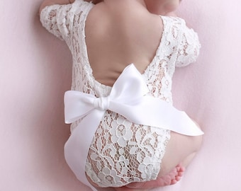Newborn Lace Romper in White or Pink, withor without a bow, low back, couture romper, photoshoot, bebe foto, Lil Miss Sweet Pea