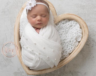 White Muslin Swaddle with pearls for newborn photos, not for everyday use, newborn pearl wrap, white swaddle, bebe foto, Lil Miss Sweet Pea