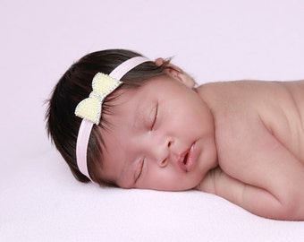 Pearl & Rhinestone Headband on pink soft stretch elastic, for newborn photos, by Lil Miss Sweet Pea Boutique, foto bebe