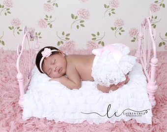Newborn Extra Small White Lace Bloomers and Satin Flower Headband, newborn lace diaper cover, by Lil Miss Sweet Pea Boutique, foto bebe