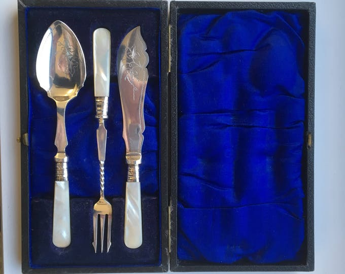 Mother of Pearl Cutlery set; pickle fork, fruit knife and spoon