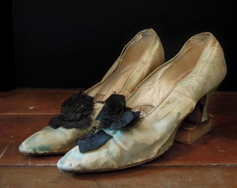Edwardian Tattered Silk Wedding Shoes / Black Bow / Pumps / Cute Christmas decor!