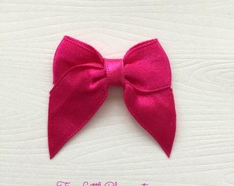 Miniature Acrylic Fuchsia Bow Embellishments Pack of 20 bows