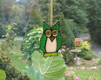 Stained glass Owl, Sun Catcher, Owl Suncatcher, Owl Ornament, Green Owl Suncatcher, Stained Glass Ornament