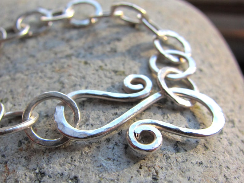 Textured Silver Circles Bracelet  hammered silver link image 0