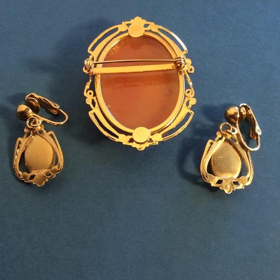 1 - Cameo Brooch Clip On Earrings Set Molded Plas… - image 2