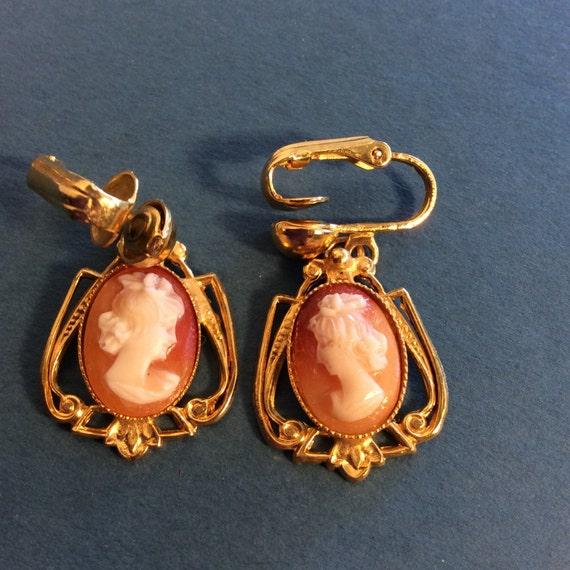 1 - Cameo Brooch Clip On Earrings Set Molded Plas… - image 3
