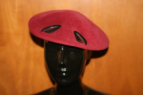 Vintage 1940s Red Wool Beret W/ Bakelite Hat Pin