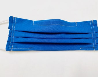 Cotton pleated face mask in blue fabric