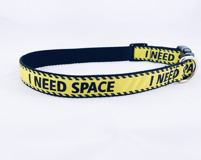 I need space dog collar, yellow ribbon collar, yellow dog collar,  warning dog collar, collar for anxious dog, dog accessory, bozies bags