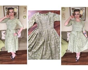 Liquor label novelty  print vintage 50s dress M