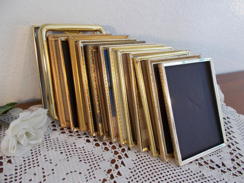 Vintage Gold Metal Picture Frame 5 x 7 Photo Decoration Mid image 0