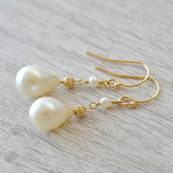 14K Gold. Freshwater pearl Earrings / 14K Yellow Gold Pearl earrings  / Gold Pearl earrings / June Birthstone earrings
