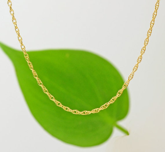 14K Gold. Delicate Gold Necklace, Thin and feminine, Minimum Jewelry, Minimalist, 14K Yellow Gold,  everyday jewelry, 14K Necklace