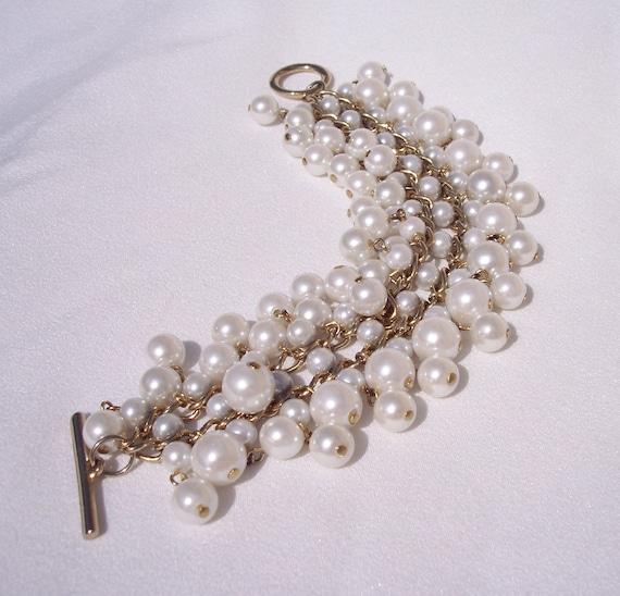 Cha Cha Bracelet,Vintage Jewelry,Statement,Pearl Colored Beads,Graduated Beads,Fashion,Toggle,Chunky,Gold Tone,Wedding,Prom,Black Dress