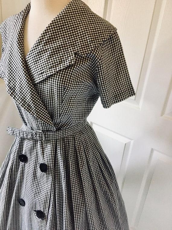 1950s Black & White Dress Shawl Collar/ Wrap arou… - image 5