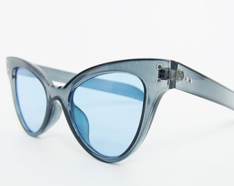 76cf3d9988 Stylish 50s Style Cats Eye Reproduction Sunglasses In Pale blue