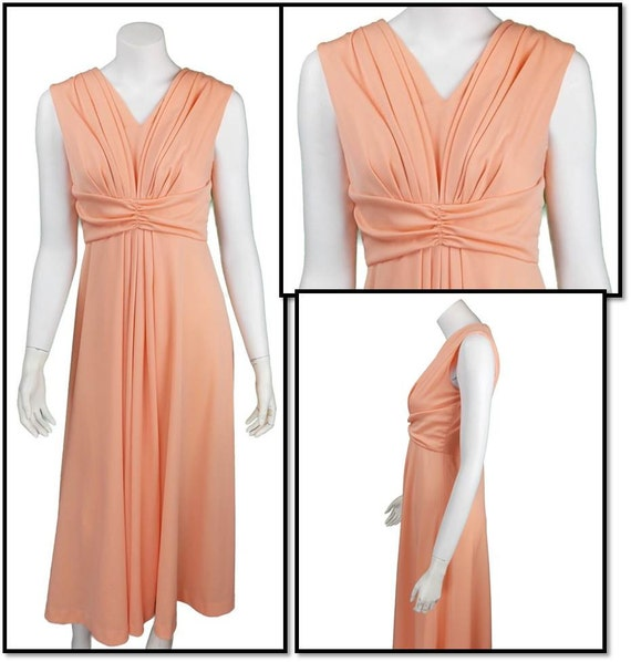 1970's Vintage Dress - Peach Colored Size Medium