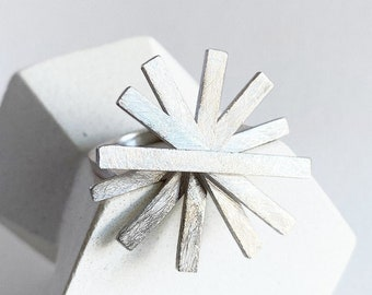 Sculptural silver ring for women art lovers, modern architectural star ring for creative women, statement sun ring