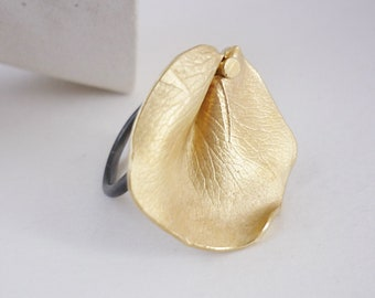 Rose petal adaptable ring, eye-catching gold plated floral design ring, contemporary and artistic jewelry for women