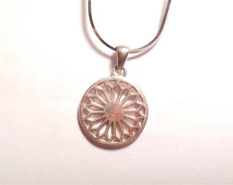 Vintage Sterling Silver Modern Circle Flower Style Pendant Necklace