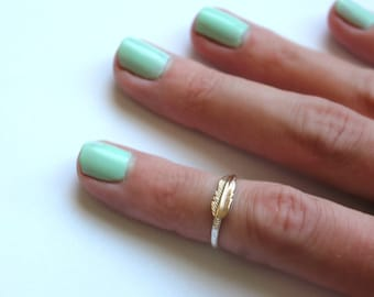 Sterling silver knuckle ring, feather ring - midi ring, stacking ring, silver ring