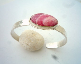 Sterling silver bracelet, Cuff bracelet, Rhodochrosite cabochon Silver  bracelet, Hammered  bracelet, Modern  bracelet, OOAK,