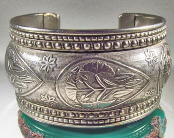 Vintage Silvertone Water Lily or Marsh Mallow Cuff Bangle Bracelet, Lots of Detail, Repousse Design