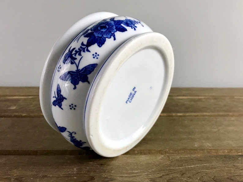 Chinese Blue /& White Floral Butterfly Hand Painted Ceramic Small Round Succulent Planter  Trinket Dish  Pet Food Bowl  Chinoiserie