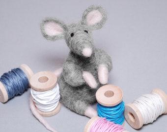 Needle Felting Kit - 'Marley' (grey) - Needle Felted Mouse - Needle Felt Kit - Needle Felting Tutorial - DIY Kit - Needle Felt Mouse