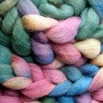 Hand-dyed Haunui New Zealand Halfbred combed wool roving (tops) - 100gr Sea Anemone over Light Grey