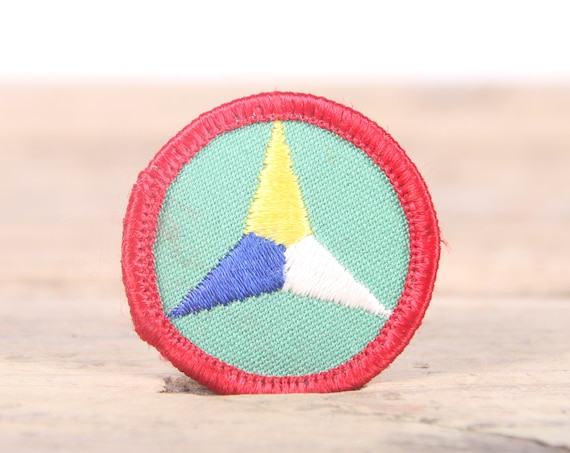 """Vintage Girl Scout Patch / 1970's-80's Scout Patch / Red Green Triangle Old Stock Scout Patch / 1.5"""" Girl Scouts Patch / Scout Badge"""